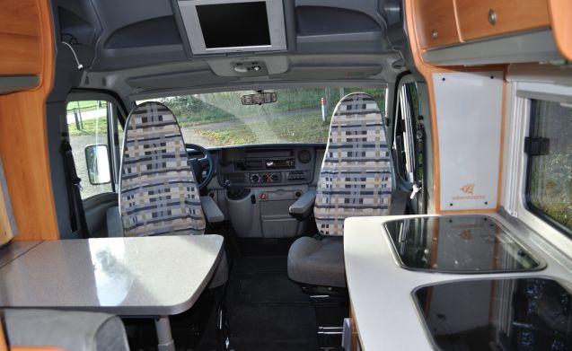 XXL beds in Comfortable Weinsberg camper