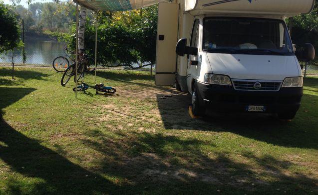 Noleggia questo fiat camper per 6 persone in laghetto da 138 al giorno goboony - Camper 8 posti letto noleggio ...