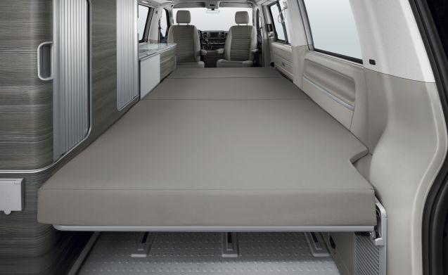 California Bulli – VW California OCEAN T6 2018 Red & White - full option