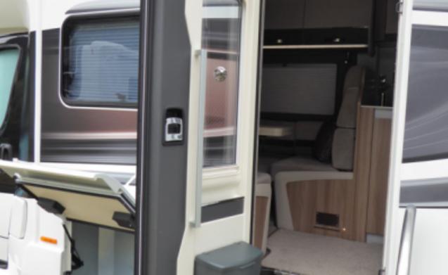 2019 Swift Kon Tiki 675 5000kg 6 berth 4 seat belts