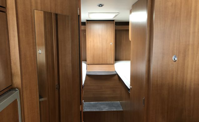 Luxury integral camper, can join WINTERSPORT!