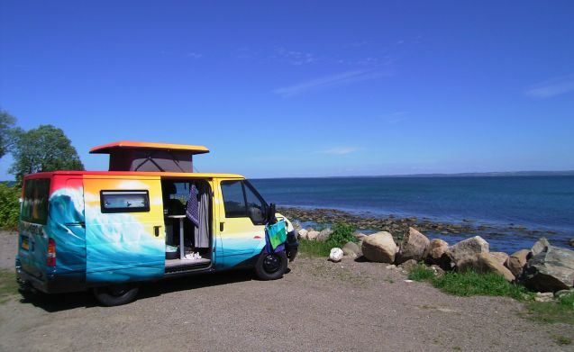 SURFER – Do not be a boring camper!