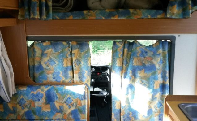 Mobilvetta Luna - 6 berths family camper van
