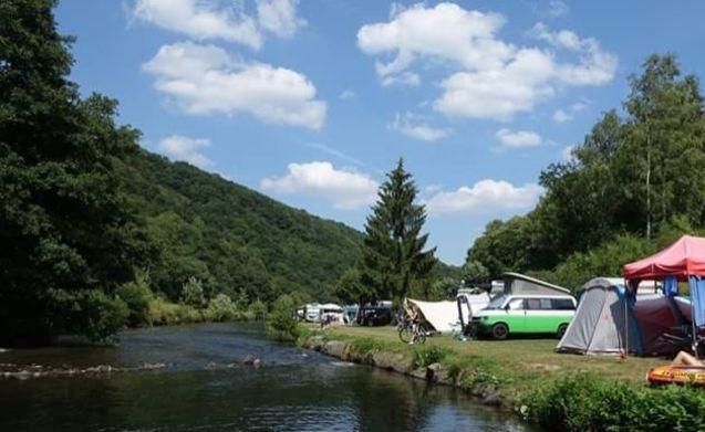 Leuke Volkswagen T4 camperbus !