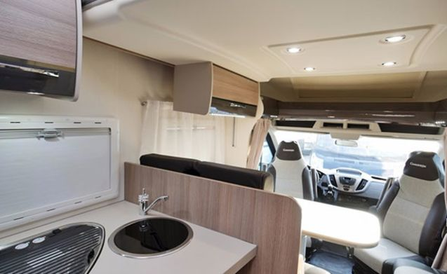 Familie camper 4 persoons – P02 - Chausson 628