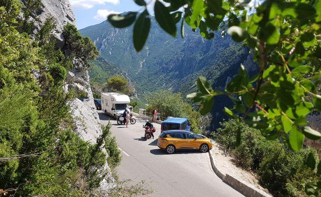 Spacious Knaus TRAVELER 4 seasons ALKOVEN 6 person camper full of options