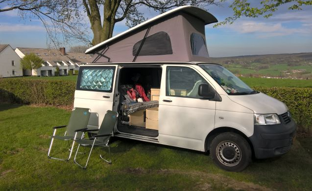 A very complete VW T5 1.9 tdi Camperbus