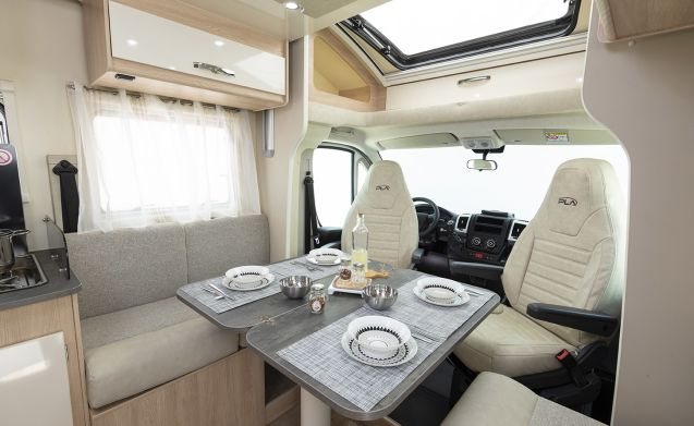 Luxury semi integrally suitable for 4 people, awning, bike rack, TV,