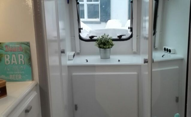 Unique compact camper (HYMER) equipped with all comforts
