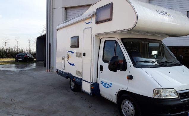 Garage Fiat Ducato : Rent this fiat motorhome for people in san martino dall argine