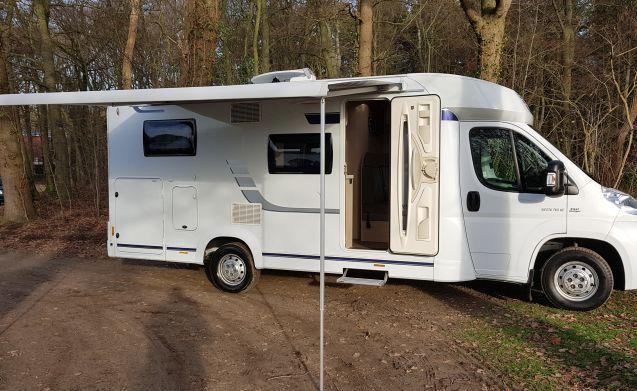 Ultimativer Urlaubsspaß für 2 Personen, fühlen Sie sich frei in unserem Luxus-Camper.