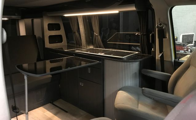 Aloha beach camper woody – Aloha beach camper woody from the outside, very luxurious inside