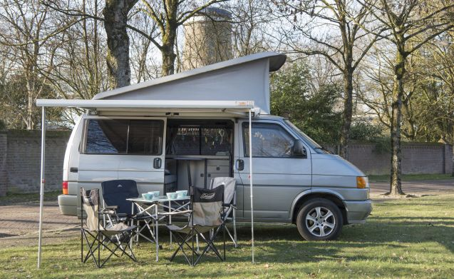 Sunset - Cozy and robust VW T4 California with sleeping roof