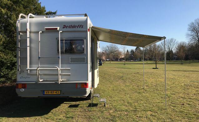 Arnold – Inpakken en wegwezen met Arnold! Volledig ingerichte avontuurlijke camper!