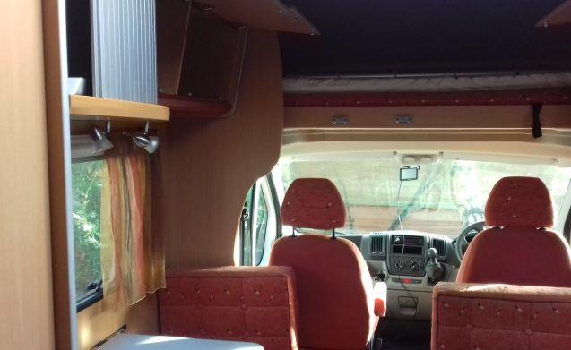 Mooveo c707 bietet Platz für 7, Sitzplätze 6 Verfügbar an den meisten britischen Flughäfen