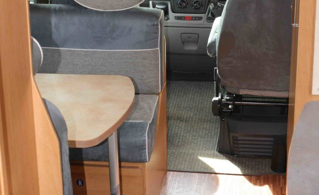 Bessy – Six Berth Motorhome in Surrey - ideale per le famiglie