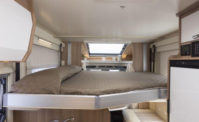 Geräumiges, luxuriöses SEMI-INTEGRAL ROLLER TEAM AUTO-ROLLER 284 TL mit Kingsize-Bett