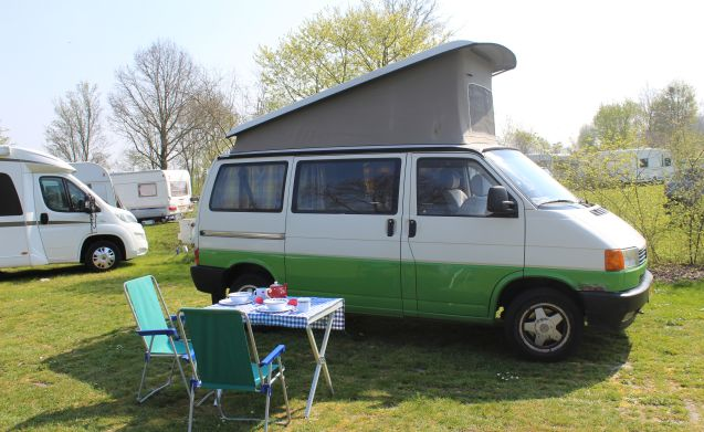 Lisanne – Compact & Reliable 2/4-person Volkswagen Bus T4