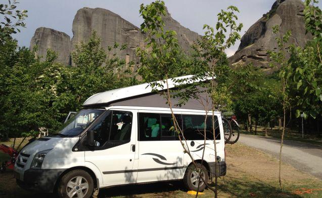 Sjaan – Op avontuur met comfortabele en uitgebreide 4-pers Ford Nugget!