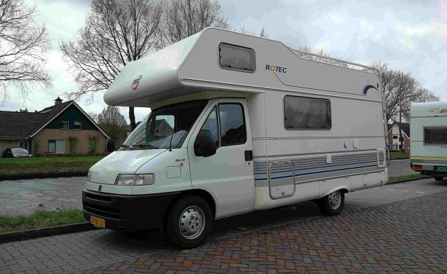302 Rotec – Rotec 590 Compact layout and long sofa, complete with inventory!