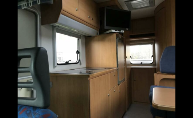 Knaus 504 – Great high spacious Knaus 504 (566 cm long)