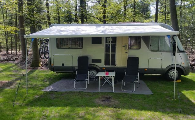 Beautiful Luxury Complete For 4 People Furnished Hymer Integral