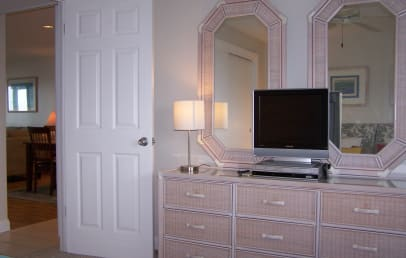 Guest bedroom with flat-screen TV, DVD and VCR