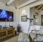 Fully equipped entertainment area with new high end electronics