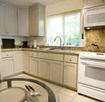 plenty of countertop space and full oven/ stove