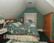 Loft Suite - Bedroom 2 - Queen Bed