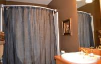 Upper level full bath.