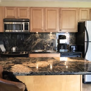 Kitchen - granite counters and stianless steel appliances