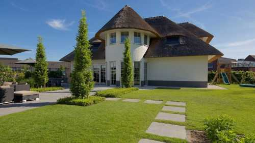 Luxe villa met rieten kap