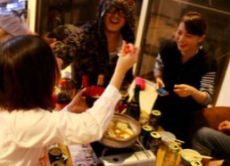Eat Japanese Hot Pot with Merry Companions
