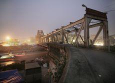 Capture Hanoi's Long Bien Market at Dawn