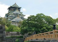 Enjoy picnic at Osaka Castle