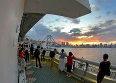 Walk Tokyo's famous Rainbow Bridge for an Odaiba Photo Tour!