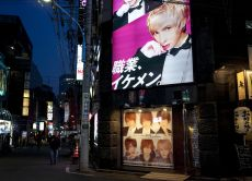 Visit a Host Club in Shinjuku: Lady's night life with locals