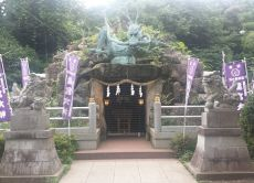 Find many attractions in Enoshima: Ocean, History, Seafood!