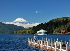 Take a one-day trip to Hakone from Tokyo with a guide