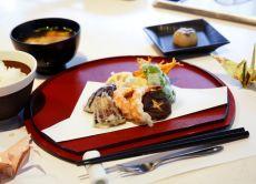 3-Hour Tsukiji Gourmet Walking & Tempura Frying Experience