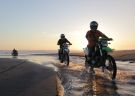 爽快なダートバイクツアーで旅する