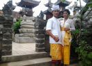 Shop for a Balinese Outfit and Visit a Temple like a Local