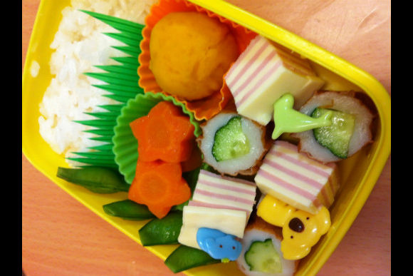 Learn How to Make Japanese Kid's Lunch Box :Kyaraben - 3