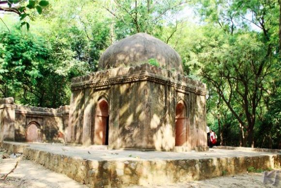 Explore Lodi Gardens and Picnic in Hauz Khas - 0