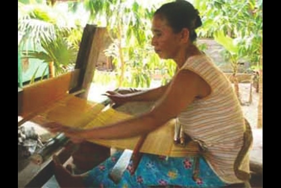 Learn the Art of Balinese Lontar weaving - 0
