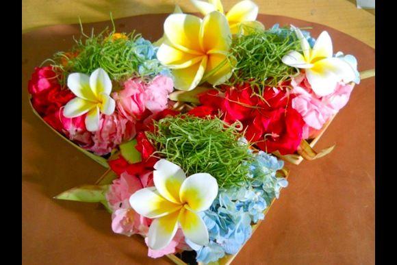 Prepare sacred Balinese Hindu offerings - 0