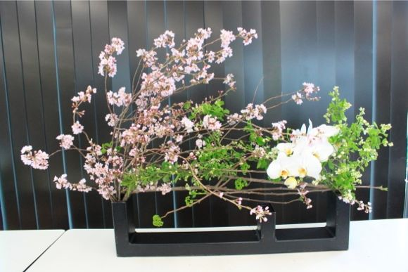 Ikebana: the Art of Japanese Flower Arrangement - 0