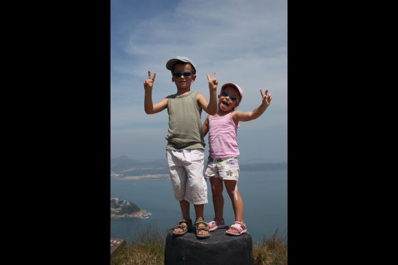 Visit HK's Highlights on a Private Family Friendly Tour - 0