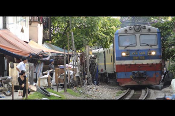 Discover and Photograph Life on Hanoi's Train Tracks - 0